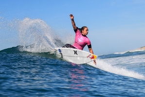 Roxy Pro France Launches in GrEat Conditions