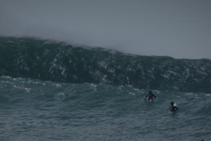 HEAVY AND PERFECT SURF CONDITIONS AT PIPELINE