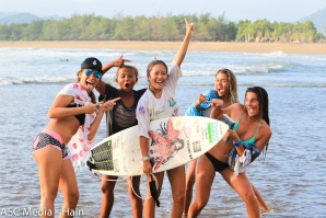 The surf  cuties - Click by Tim Hain