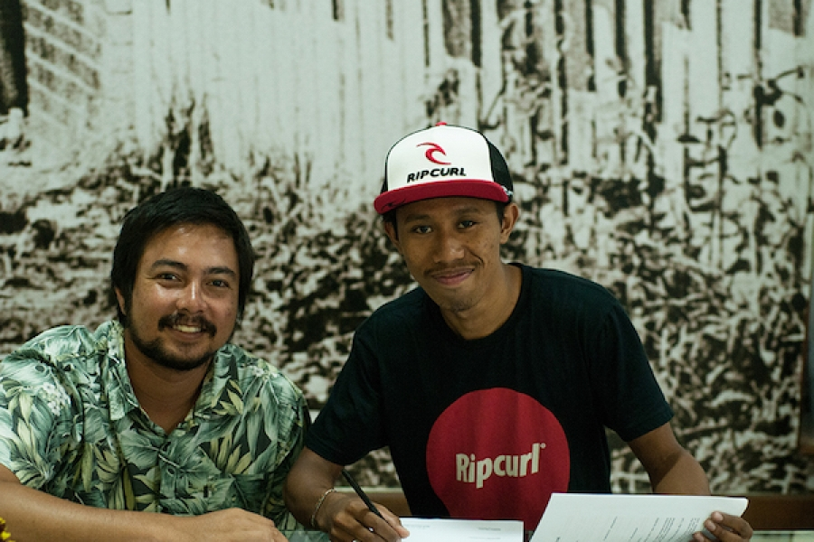RIP CURL SOUTH EAST ASIA RE-SIGN DEWA OKA