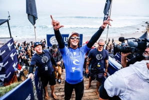 South Africa's Jordy Smith has just won the 2017 Rip Curl Pro Bells Beach, the longest running competitive surfing event in the world.