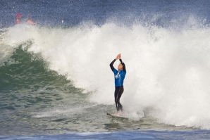 MICK FANNING TAKES THE J-BAY OPEN
