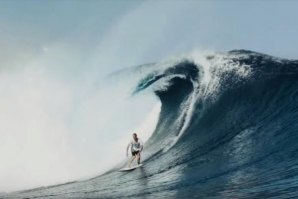 Jake Kelley a surfar as ondas de Cloudbreak com a Hypto Krypto 5'4