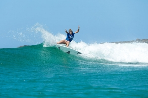 COCO HO DESTACA-SE NA RONDA 2 DO ROXY PRO GOLD COAST