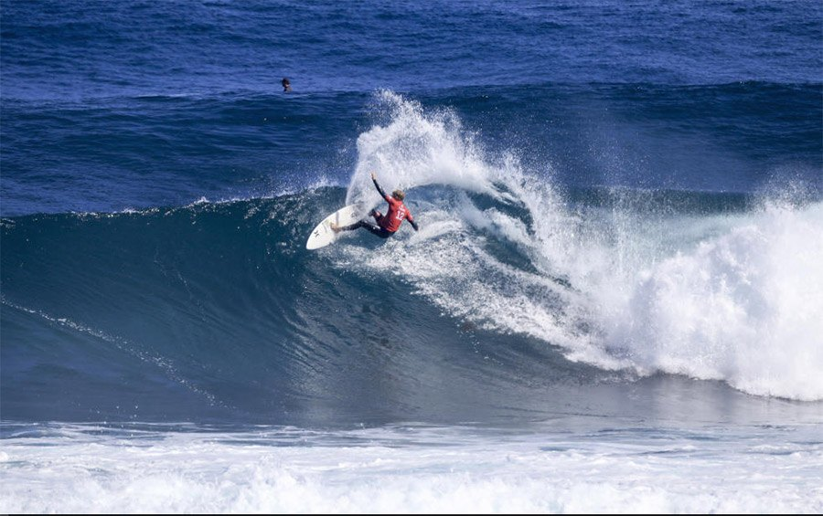 John John Florence a abusar do rail no Drug Aware Margaret River Pro. Click Matt Dunbar/WSL