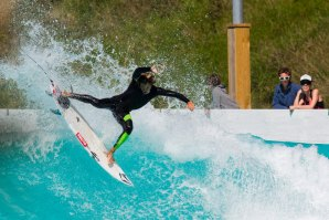 "Mateus Herdy ""solo session"" na Wavegarden Cove"