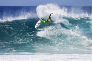 Michel Bourez durante a meia final com Kelly Slater